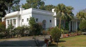 സര്ക്കാര് ബംഗ്ളാവ് ഒഴിയാന്  20 കലാകാരന്മാര്ക്ക് നോട്ടീസ്, മാദ്ധ്യമ പ്രവര്ത്തകര്ക്കും കായികതാരങ്ങള്ക്കും ഇനി സര്ക്കാര് ബംഗ്ളാവുകള് അനുവദിക്കില്ല
